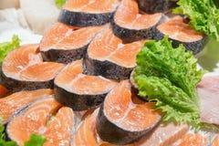 Sluit omhoog van vissen op vertoning in een vissenmarkt Royalty-vrije Stock Foto's