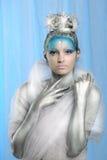 Sluit omhoog van vrouw creatief dragen maken omhoog als Ijskoningin Royalty-vrije Stock Afbeelding