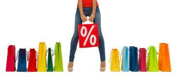 Sluit omhoog van vrouw met het winkelen zak Royalty-vrije Stock Foto's