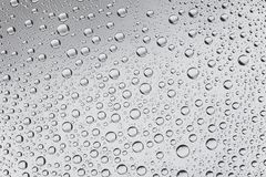 Sluit omhoog van waterdalingen op donkere achtergrond Royalty-vrije Stock Afbeelding