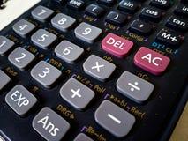 sluit omhoog van wetenschappelijke calculator met witte achtergrond royalty-vrije stock afbeelding