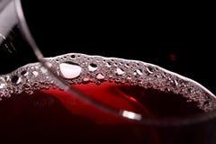 Sluit omhoog van wijn in een glas Royalty-vrije Stock Afbeeldingen