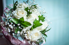 sluit omhoog van wit bruids boeket Royalty-vrije Stock Afbeeldingen