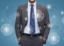 Sluit omhoog van zakenman over blauwe achtergrond Stock Foto
