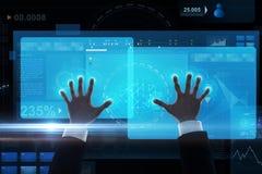 Sluit omhoog van zakenmanhanden met het virtuele scherm Stock Fotografie