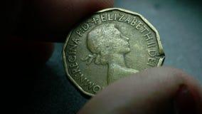 Sluit omhoog van zeer oude muntstukken stock video