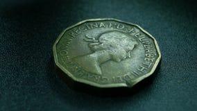 Sluit omhoog van zeer oude muntstukken stock videobeelden