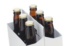 Sluit omhoog van Zes Pak met de Bruine Flessen van het Bier royalty-vrije stock foto