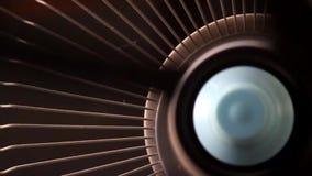 Sluit omhoog ventilatorrotaties stock video