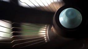 Sluit omhoog ventilatorrotaties stock videobeelden