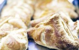 Sluit omhoog vers gebakken rookwolkpastei van de oven in bakkerijwinkel van Catani?, Sicili?, Itali? stock fotografie