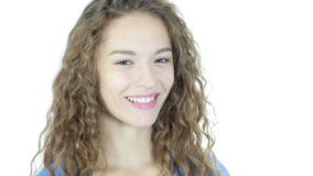 Sluit omhoog, Vrouwen Draaiend Gezicht naar Camera en het Glimlachen, Jongelui, stock video