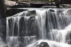 Sluit omhoog, waterval in Thailand. Stock Afbeelding