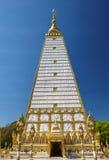 Sluit omhoog witte en gouden Thaise pagode Stock Foto's