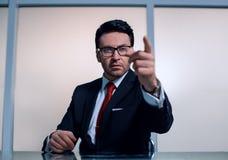 Sluit omhoog Zekere Zakenman Pointing At You stock fotografie