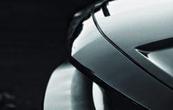 Sluit omhoog zwart-witte foto van sportwagen royalty-vrije stock afbeelding