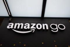 Sluit op Amazonië stijgen opslagteken bij het hoofdkwartier van de binnenstad van Seattle Amazonië stock foto