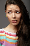 Sluit portret omhoog jonge vrouw emoties stock foto's
