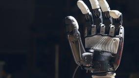 Sluit van de robot hand ` s omhoog het sluiten stock videobeelden