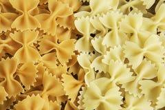Sluit van ongekookte macaroni royalty-vrije stock afbeelding