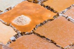 Sluiten de Moray zoute bassins omhoog provincie van Cuzco Peru stock foto's