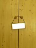 Sluitende deur met een lege markering Royalty-vrije Stock Afbeeldingen