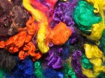 Slumpmässig samling av färgrika ulltrådar Royaltyfri Fotografi