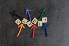 Slumpmässigt begrepp för tillfällen för karriärbana vid färgrik träalph arkivbild