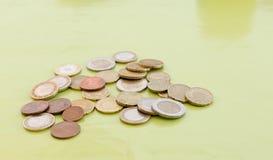 Slumpmässigt belopp av euromynt Royaltyfria Bilder