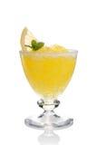 柠檬slushie杯子装饰用查出的薄菏 免版税库存图片