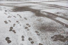 Slushy Schnee mit Abdrücken Lizenzfreie Stockfotografie