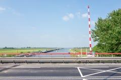 Sluss för prinsessa Margriet i Lemmer i Nederländerna royaltyfria bilder