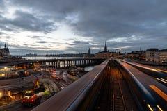 Slussen,斯德哥尔摩中部夜都市风景  免版税库存照片