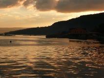 Slut av dagen på sjön Taal fotografering för bildbyråer