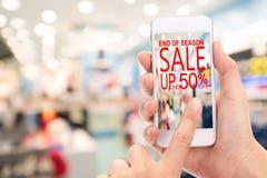 Slut av konsumenten Shopp för rabatt för säsongSale upp till 50% befordran Fotografering för Bildbyråer