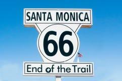 Slut av signalen för slingarutt 66 i Santa Monica Kalifornien Arkivfoton