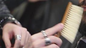 Slut för barberarehårkamskägg upp arkivfilmer