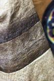Slut för fiskhudtyg upp i detaljer Traditionell etnisk hantverknolla Royaltyfri Foto