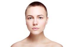 Slut för hud för härlig för framsida rengöring för ung kvinna nytt upp arkivbild