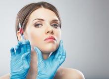 Slut för kirurgi för skönhetkvinnaframsida upp ståenden Royaltyfri Foto