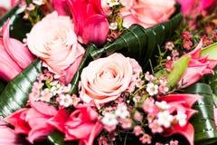 Slut för krans för rosa färgros begravnings- upp Royaltyfri Foto