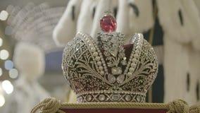 Slut för krona för konung` s upp arkivfilmer