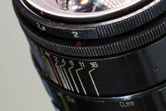 Slut för lins för tappningfotokamera upp öppning 2 0 och avståndsskala Arkivbild