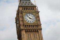 Slut för London ` s Big Ben upp uppvisning nästan av 4pm arkivbild