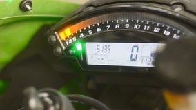 Slut för motorcykelhastighetsmätarecykel upp arkivfilmer