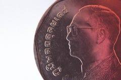Slut för mynt för Thailand bahtmetall upp, monarkframsida thai valuta arkivfoton