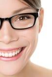 Slut för stående för exponeringsglaseyewearkvinna upp royaltyfri foto
