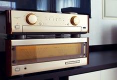 Slut för stereo- system för tappning för två förstärkare ljudsignalt lyxigt högt Arkivfoto