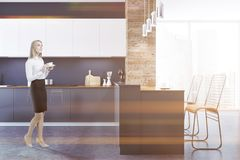Slut för svart kök för vind som inre tonas upp Arkivbild