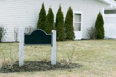 Slut för välkommet tecken för öppet hus för fastighet till salu upp USA Royaltyfri Bild